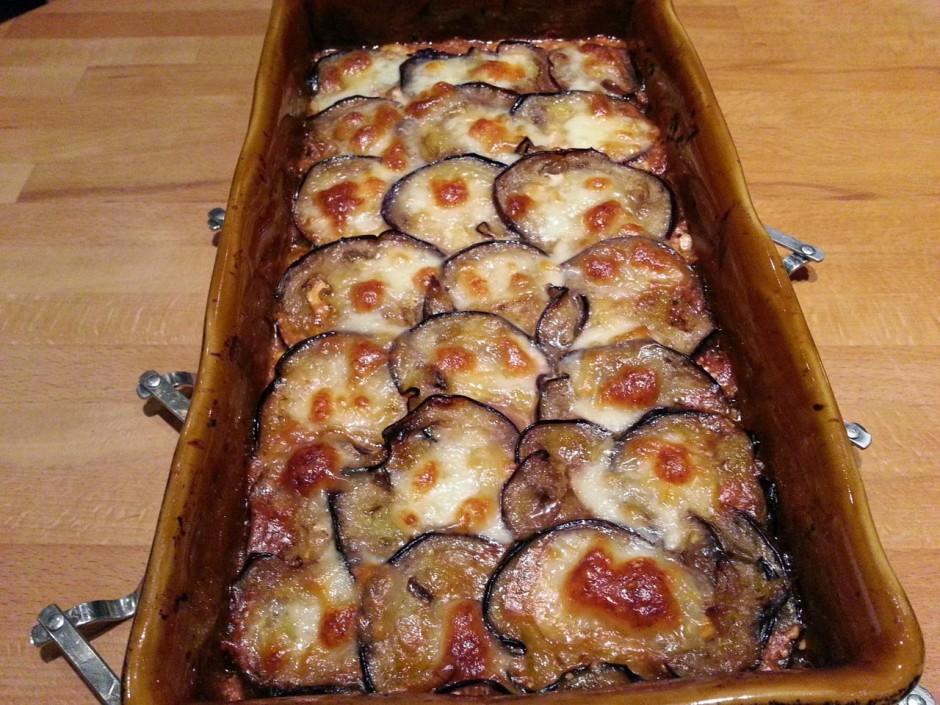 Gratin d 39 aubergines b uf et mozzarella parfum au basilic for Plat convivial ete
