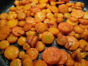 Carottes caramélisées.  <p>Les carottes ont plutôt mauvaise réputation auprès des enfants, pas celles-ci.</p>