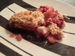 Crumble aux pommes et groseilles.  <p>Crumble aux pommes et groseilles, ce dessert se retrouve souvent à la carte, un incontournable.</p>