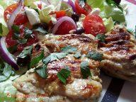 Poulet à la grecque mariné au citron et à l'ail - Un poulet juteux et savoureux à griller en intérieur ou extérieur, peu importe la saison !