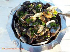 Palourdes au vin blanc et à l'ail.  <p>Les palourdes sont des coquillages très recherchés des gourmets et des pêcheurs à pied…</p>