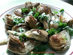 Artichauts violets ou poivrade sautés à l'ail et au persil - Ce chardon sauvage « domestiqué » est un délice.