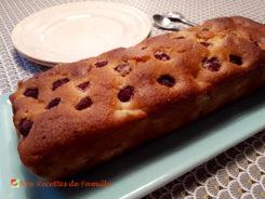 Cake aux amandes, rhubarbe et framboises